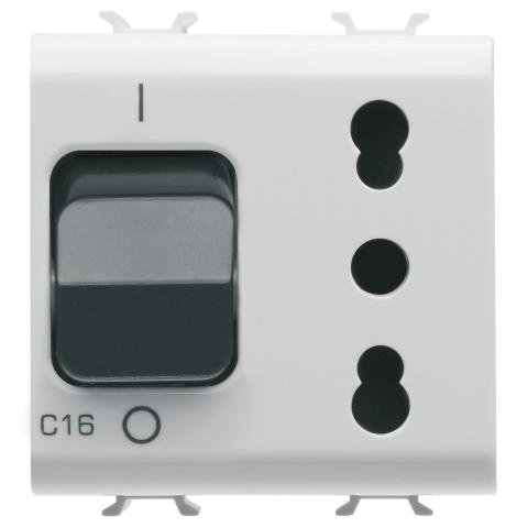Interlocked switched socket-outlet